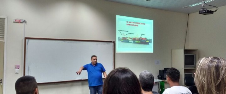 CURSO TÉCNICO EM COMÉRCIO EXTERIOR PROMOVE DISCUSSÃO SOBRE LOGÍSTICA NO COMÉRCIO INTERNACIONAL